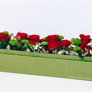 Für Ihren Wellnessgarten - Rote Rosen mit Begleitung