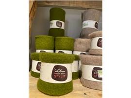 Filzband grün 7,5 cm aus 100 % Schafwolle zum Dekorieren in der Baumschule Graz -   1 Laufmeter