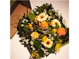 Symbolfoto - Für Ihren Wellnessgarten - Stimmungsvolle Blumenbox in gelb-orange