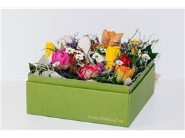 Frühlingsblumenbox in der Baumschule Graz - Frühlingshafte Blumenbox Prag Bunte Tulpenmit zarter Begleitung.      Blumenbox Prag Abmessung ca.21,5 x 21,5 cm   Abbildung ähnlich je nach Verfügbarkeit und Jahreszeit.